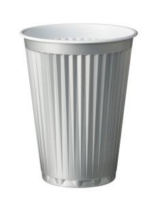 Zilvere koffiebekers van LIMM Recycling in combinatie met een het recyclingsysteem voor een duurzame en circulaire economie.